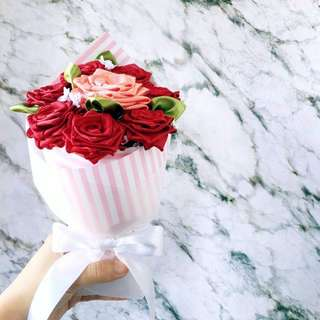 Handsewn 7+1 Ribbon Rose Bouquet: Scarlet Coral