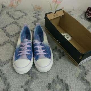 ADORABLE Converse Sneakers