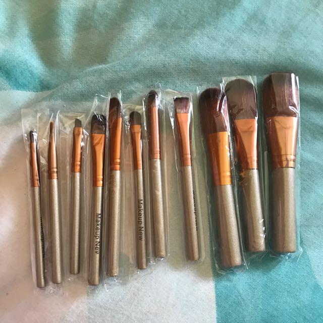 12 Piece Face And Eye Makeup Brush Set