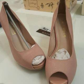 粉色真皮內里高跟鞋