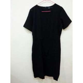 Black Dress By Eprise La Carriere