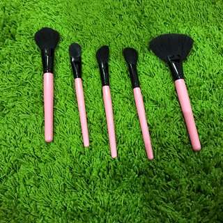 Synthetic Face Brushes