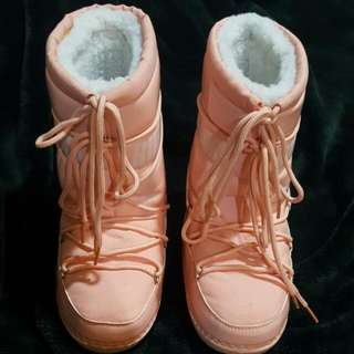 🚚 RUBBER DUCK 橡皮鴨~好萊塢明星最愛品牌 時尚獨特拳擊雪靴~再冷也要美美的