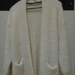 長版白色毛衣外套