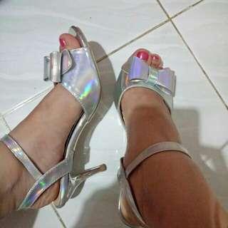 Sepatu Heels Pita Silver