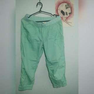 mint green 3/4 cargo style sweatpants (size S/M)
