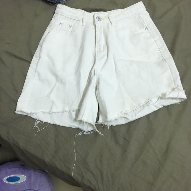 白色不規則短褲