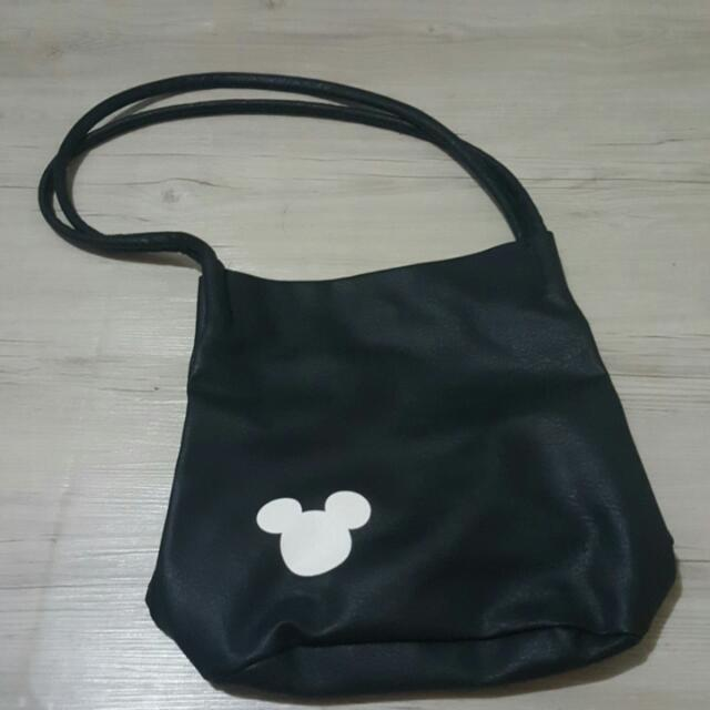 Black Shoulder Bag!