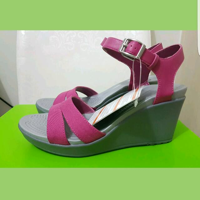 9c7b060bcf89 Crocs Leigh II Ankle Strap Wedge Sandals (Size 8 US)