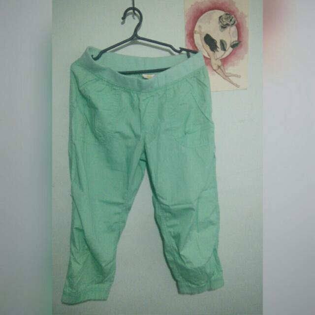 mint green 3/4 cargo style sweatpants (size S/M)