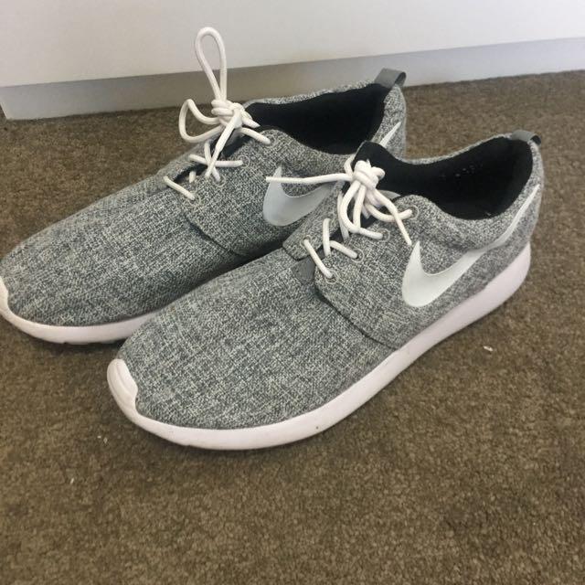 Nike Roshes Grey