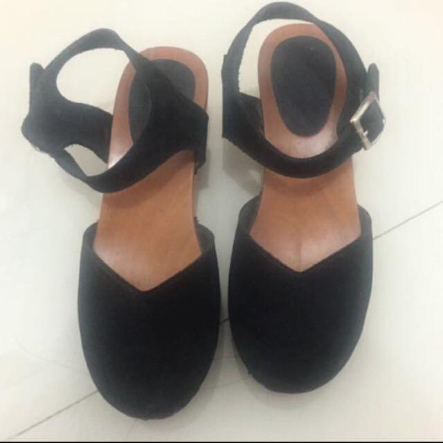 Sepatu Klomm