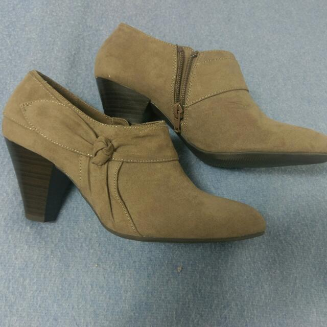 Sz 7.5 Ankle Booties