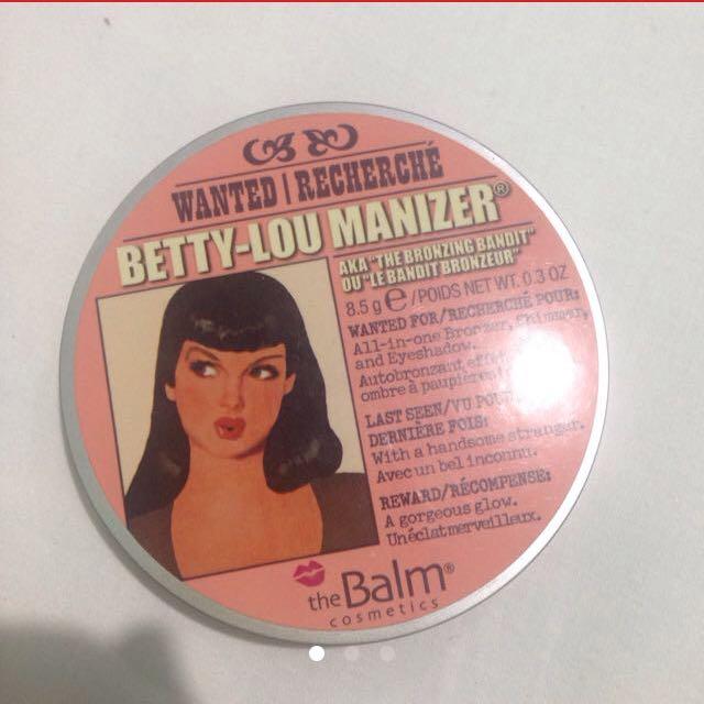 The Balm Betty Lou Manizer