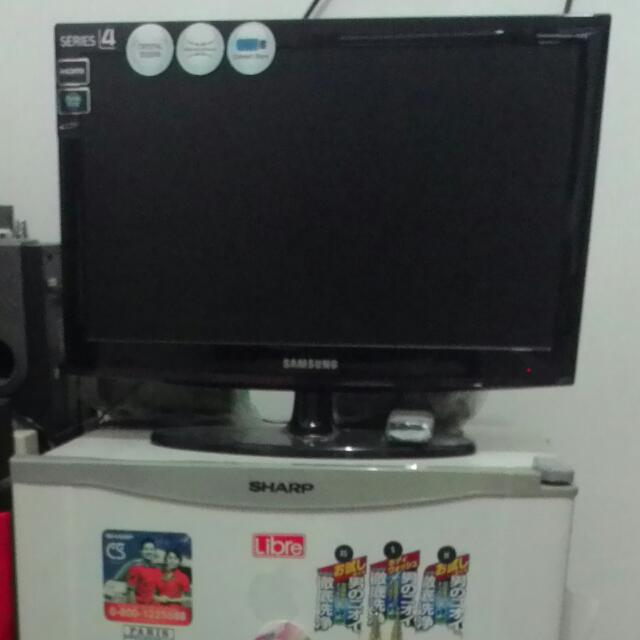 TV LCD SAMSUNG & KULKAS SHARP