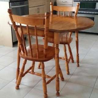 Solid maple Expandable Table With Two Chairs