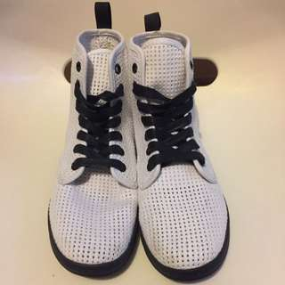 Dr.Martens Sneakers*Size: 6US