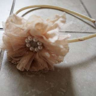 Pearl and lace hair bow