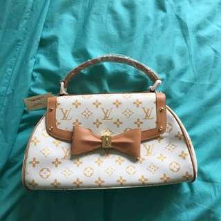 Louis Vuitton Handbag (Authentic)