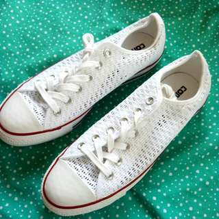 CHUCK TAYLOR: COOL STYLE SNEAKERS