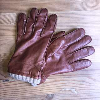 • Leather Gloves •