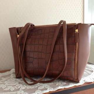 BEST SELLER MUST HAVE SAYYY  🔴Ce-line cabas🔴  190.000  ✔️33.30.13 ✔️Material leather croco premium import (bahan di jamin bagus) ✔️Free dustbag