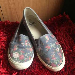 Slip On Flower