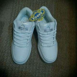🚚 Annon 運動鞋  尺寸 24.5