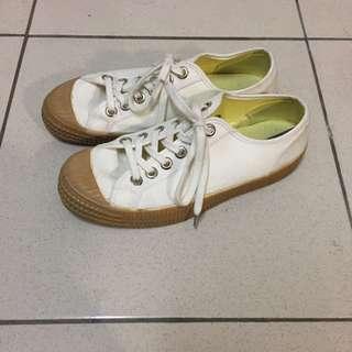 Novesta 白面咖啡膠底帆布鞋 斯洛伐克產 Good Old Days 美碼7.5 似餅乾鞋 Washida