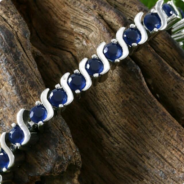 5.25ct Genuine Blue Sapphires & 14k White Gold Bracelet. 12.6grams.