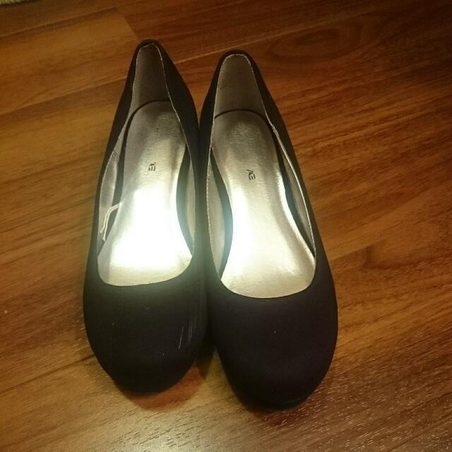 Black Shoe Woman Size 4.5