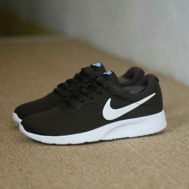 best sneakers 69e6c 9bbd3 Nike Tanjun Black White Original 100%, Men's Fashion, Men's Footwear on  Carousell
