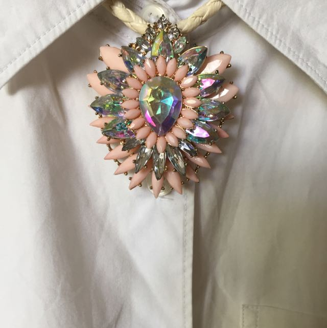 Pendant Necklace With Pink And Iredescent Stones