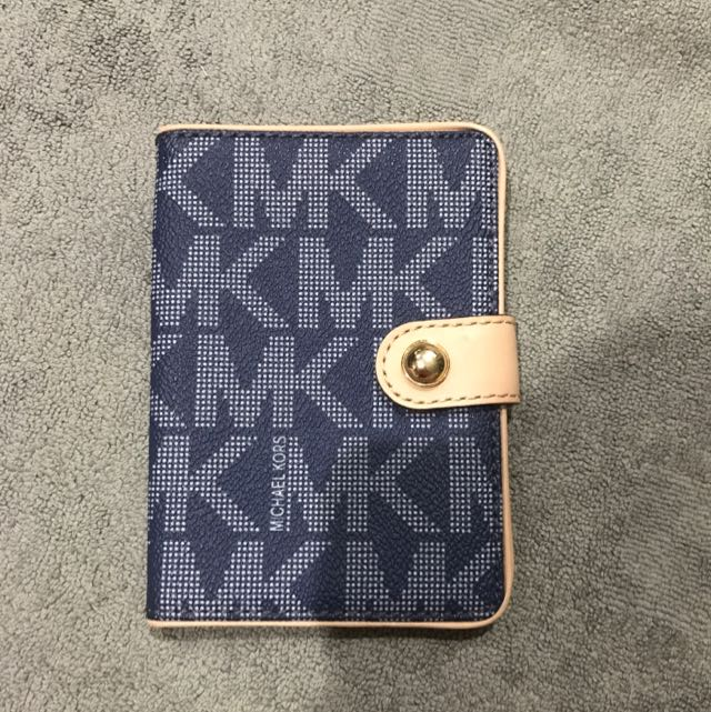 4b9f50e2c083 SALE! AUTHENTIC MICHAEL KORS PASSPORT HOLDER, Women's Fashion, Bags &  Wallets on Carousell
