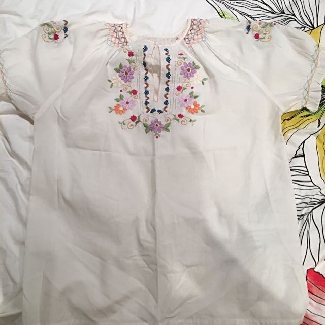 White Cotton Top With Stitched Flower Detail