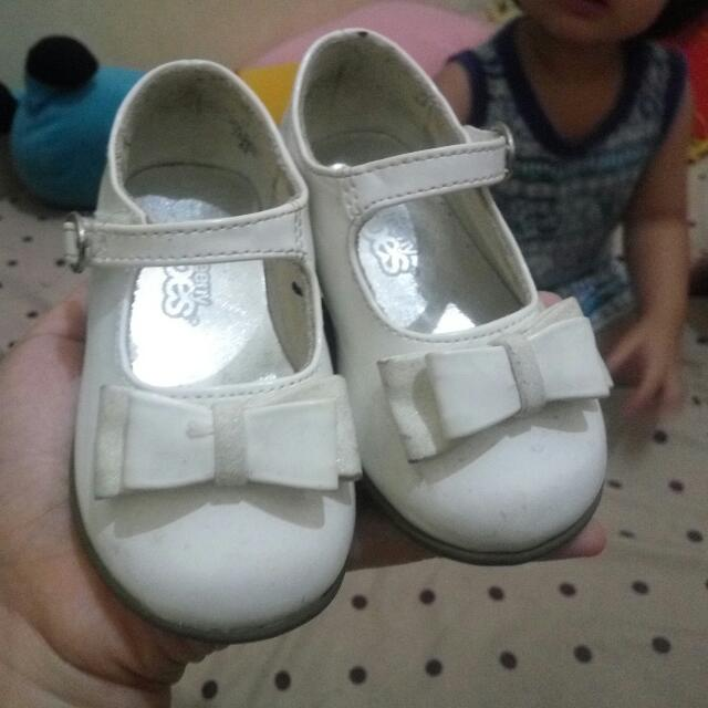 white shoes payless size 4