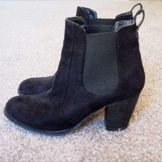 Black Suede Lipstik Boots
