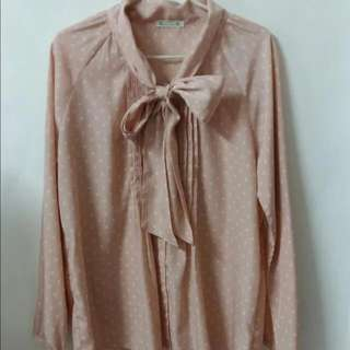 🚚 古著日本品牌Nice Claup 粉底圓點綁帶氣質雪紡襯衫上衣 KIKI yabbi rika