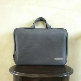 INTROSPECT Grey/White Checkered Laptop Bag ➖ Tas Laptop INTROSPECT Warna Abu Abu/Putih