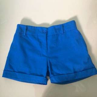 blue short pants