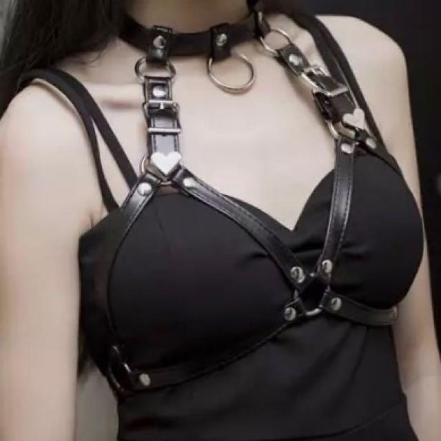 英倫龐克 暗黑性感皮質項圈鎖骨鍊胸縛吊帶 個性時尚配件 蘿莉風 金屬配件元素