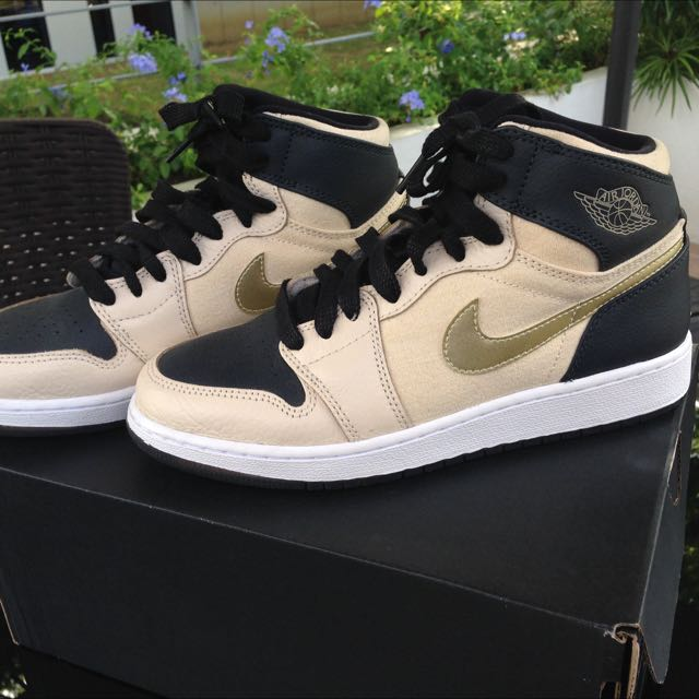 5856b2bb1b89 Air Jordan 1 Retro High Premium Pearl White And Metallic Gold ...