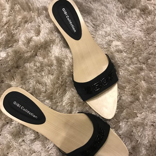 Gibi Sandals Size 39