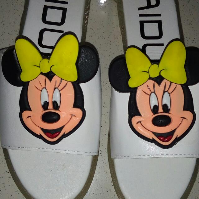 Mickey Mouse Slip-on Size: 8