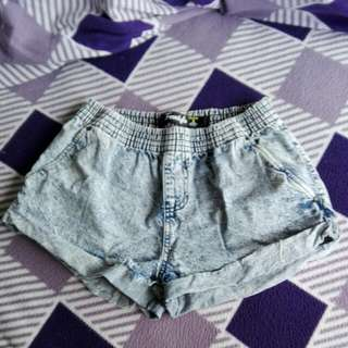 LOOSE MINI SHORTS