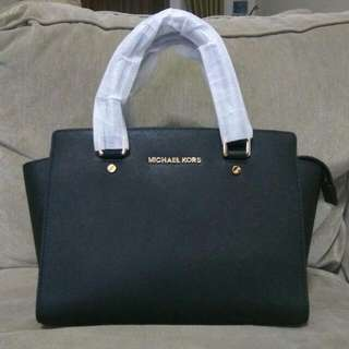 REPRICE!! Michael Kors Selma Black Medium