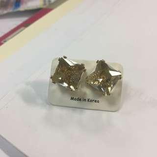 🚚 方鑽耳環