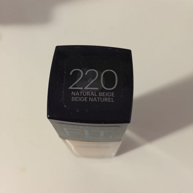 220 Maybelline Fit Me Foundation