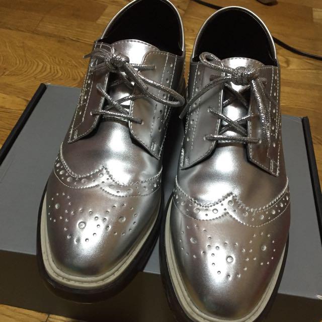 達芙妮 DAPHNE 銀色牛津鞋