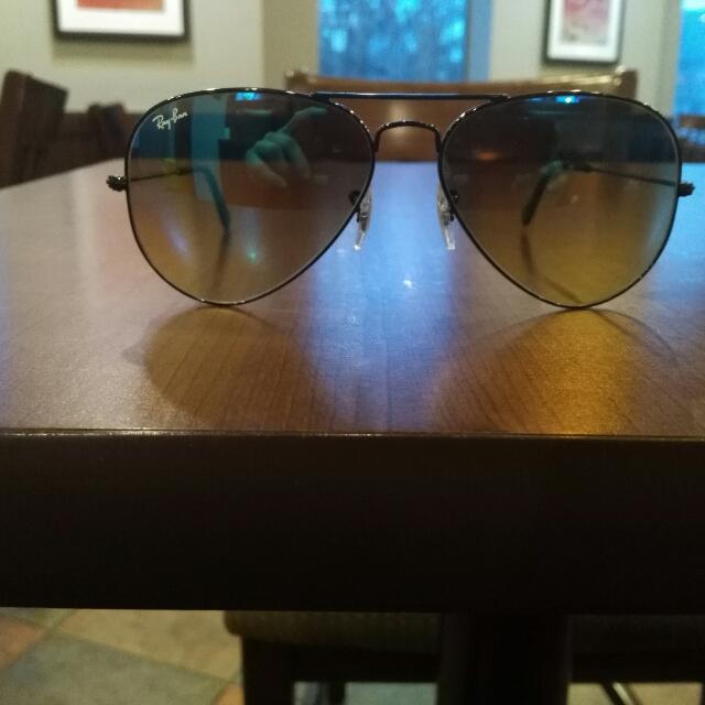 Sunglasses : Ray-Ban 3025 Aviators Medium Sized Lens